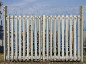 how to paint a palisade fence